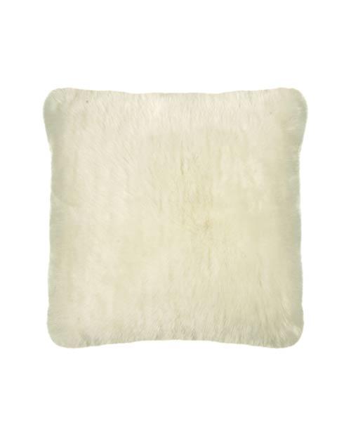 Kissen aus Fell-Imitat von der Marke PAD in weiß