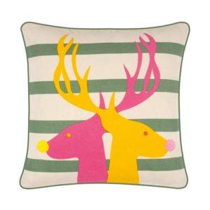 Weihachtliches Kissen von der Marke PAD mit abstrakten Design, grün und creme gestreift, sowie zwei Hirsche aufgedruckt, bunt gemustert
