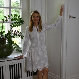 Zimt-und-Zucker-Kleid-Flower-white-image